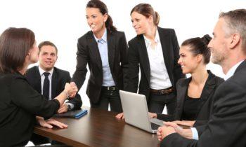 Empleados no pueden ser obligados a usar uniformes contrarios a su género